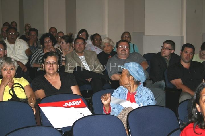 2007-07-13-NewarkPremiere33-TheaterCrowd3(72)