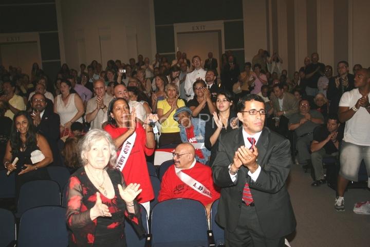 2007-07-13-NewarkPremiere35-Applause1-72